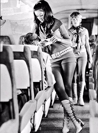 girl-hotpants--airlines.j